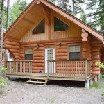 handcrafted western red cedar cozy log cabins